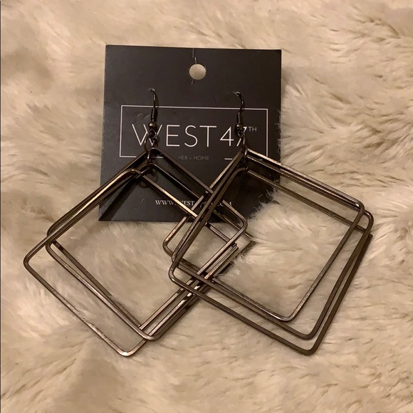 Jewelry - 3 Dimensional Square Earring